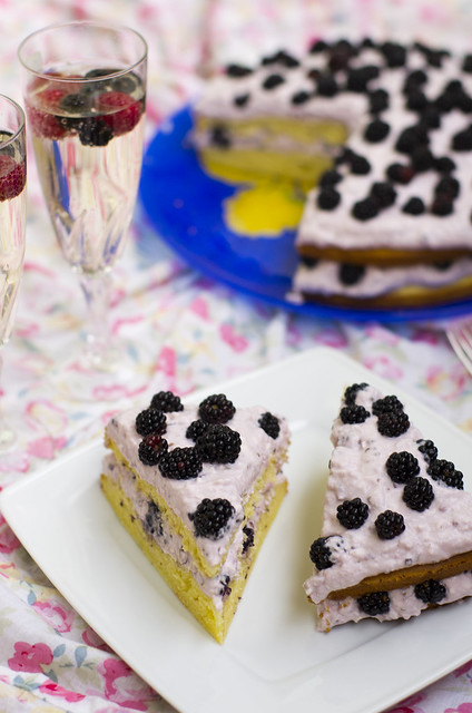 Pampli-kodujuustutort / Boysenberry and cottage cheese cake