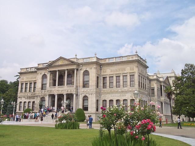 朵瑪巴切皇宮的主建築物
