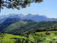 Vista desde Los Bedules (Clickor) Tags: españa spain day asturias clear hdr montañas picosdeeuropa abigfave flickrdiamond parquenaturaldeponga