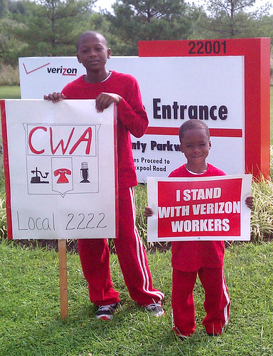 Local 2222 Verizon Picket