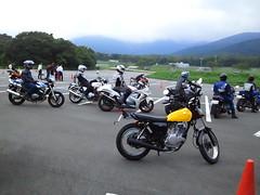 今日は富士SWで一日トライカーナというバイクでパイロンを八の字に回る基礎練習をしました。