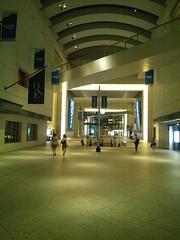 夜のクイーンズスクエアの写真