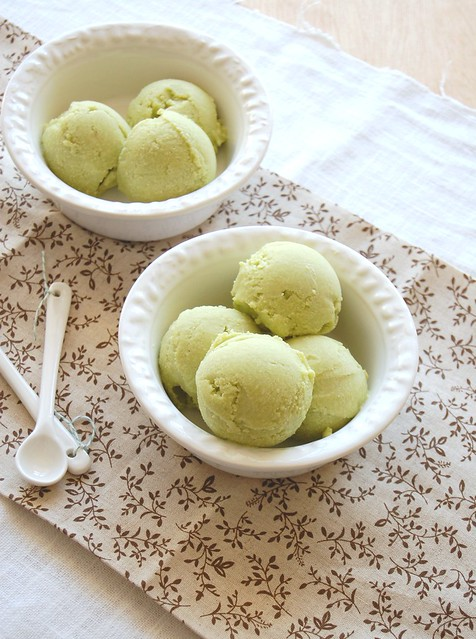 Avocado ice cream / Sorvete de abacate