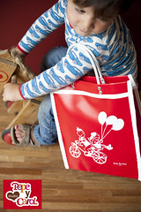 Red small bag 'bycicle' (StudioPepeYcarol) Tags: red bag studio y vinyl retro trendy carol pepe zak fiets bycicle kleur