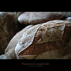Treasure of a simple Life - The Bread (marie b&b | photographie) Tags: light stilllife food france texture canon dark bread yummy pain natural market country delicious flour campagne southoffrance delightful aveyron foodphotography canon500d darknesslight
