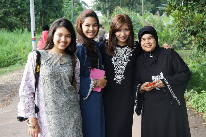 Aneesa, Aween, Me & Mak Anjang