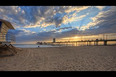 light from heaven (Eric 5D Mark III) Tags: ocean california light sunset sky usa cloud seascape beach canon landscape photography pier unitedstates post perspective dramatic wideangle lifeguard sunburst orangecounty huntingtonbeach ericlo ef14mmf28liiusm eos5dmarkii