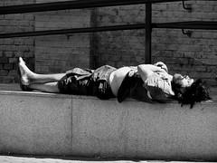 No está del todo dormido/He is not entirely asleep (Joe Lomas) Tags: poverty madrid street leica urban españa public real calle spain nap sleep candid poor dream beggar snooze siesta reality streetphoto urbano pobre doze dormir durmiente sleeper indigente sueño mendigo dozing pobreza indigencia durmiendo urbanphoto publico mansleeping realidad callejero cabezada limosna robados realphoto hombredurmiendo necesitado pordiosero limosnero fotourbana fotoenlacalle dormitando fotoreal leicaphoto sueñourbano urbansleep 4tografie