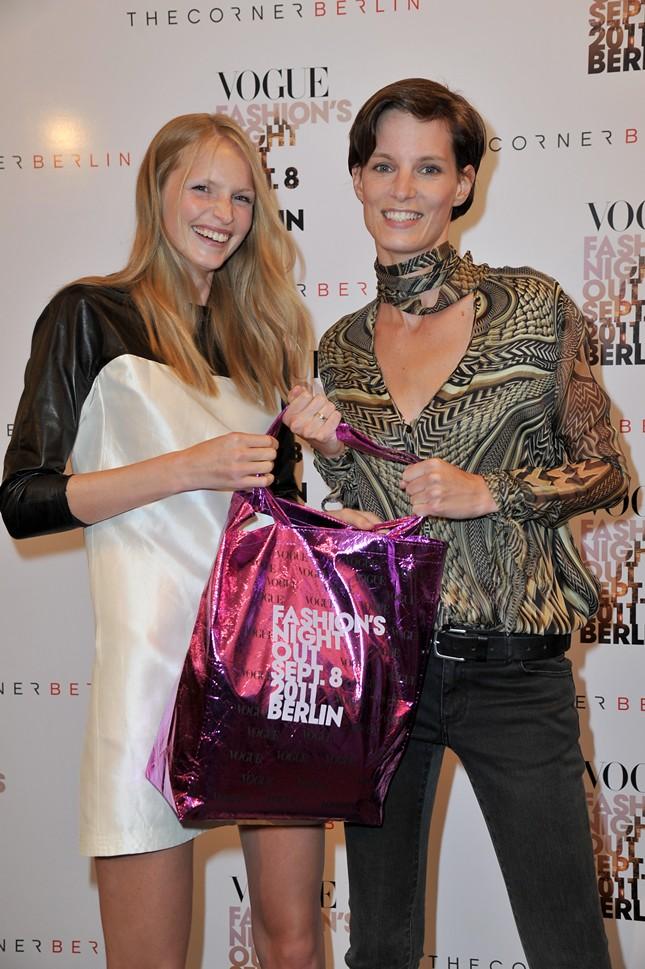 9 - Vogue_FNO_2011_Katrin Thormann und Iris Strubegger_012