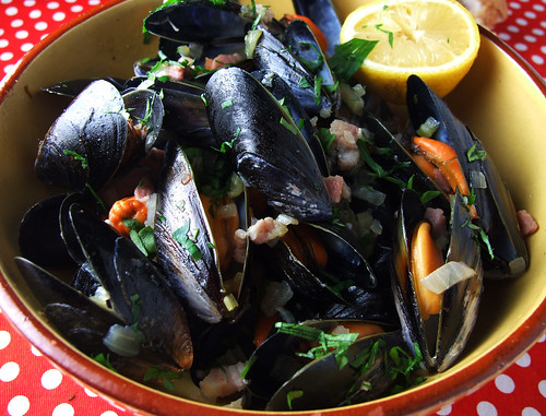 ... beer steamed mussels with bacon recipes dishmaps beer steamed mussels