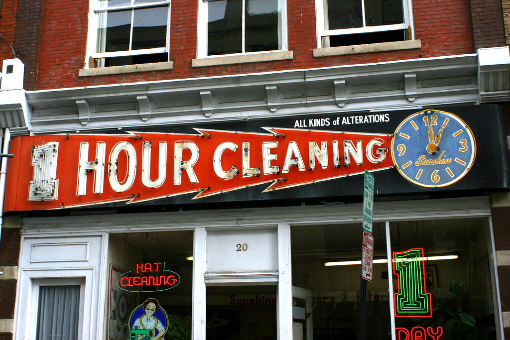 1 Hour Cleaning neon sign - downtown Roanoke, VA