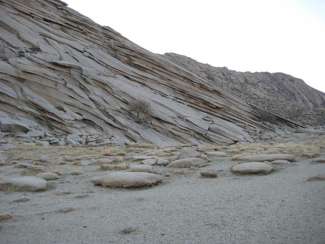 Скалы рядом со святилищем