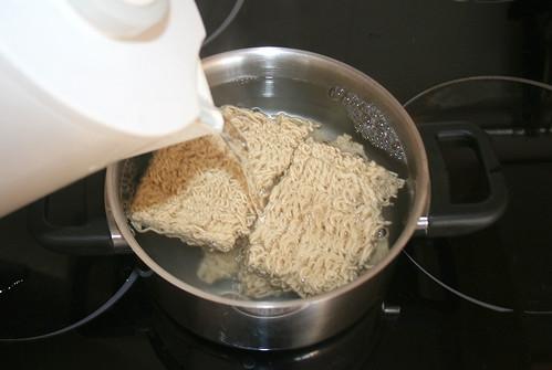 20 - Mie-Nudeln übergießen