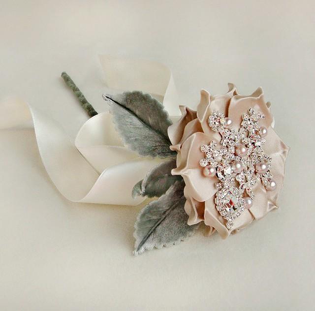 bouquetsingleopenroseleafstem-emicibridal-web