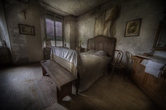 tHe MasTer BedrooM ::    ( explore ) (andre govia.) Tags: house building abandoned buildings bed bedroom decay room ghost andre haunted spooky explore mission derelict govia uebex
