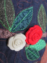 Maravilhosa Quinta Flower ! (Joana Joaninha) Tags: love bag amor rosa patchwork bolsa deus joanajoaninha botãovermelho hellennilce