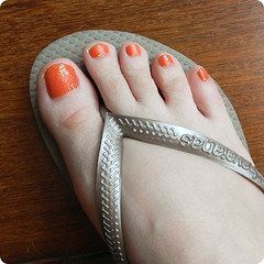 13 de agosto de 2011 (Dani Sayuri.) Tags: orange color art feet angel foot sandy nail laranja broadway polish collection havaianas impala pé brilho enamel lacquer unha esmalte aleixo sancion balneários flocado flakies