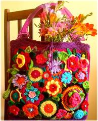 Prenncio da primavera (Lidia Luz) Tags: flower bag handmade crochet flor purse bolsa mala croch lidialuz