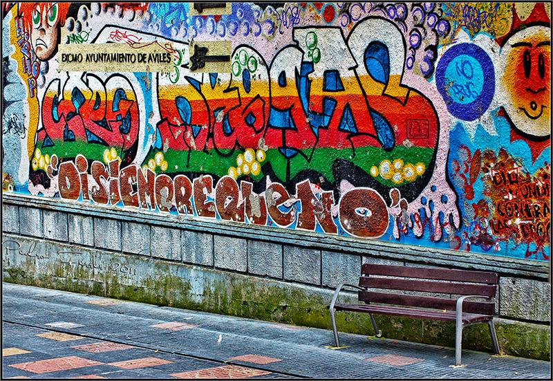 Un pasein por Aviles - Graffiti institucional - El cazador de bancos - Bench hunter part XXXI