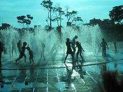 La mejor solucin al calor  (jProgr) Tags: agua silueta