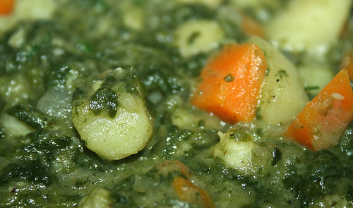 21 - Yam spinach curry with coco milk - CloseUp