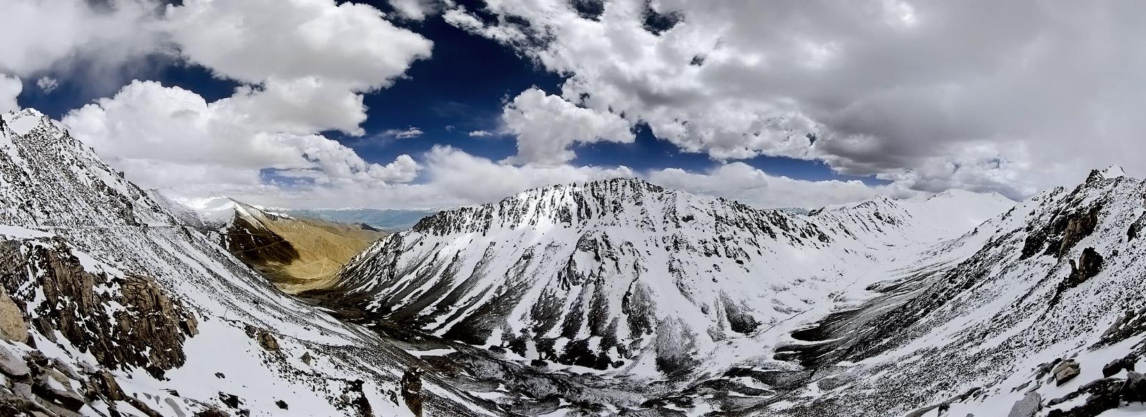 Перевал Кхардунг Ла. Ладакх, Индия. Панорамы Гималаев