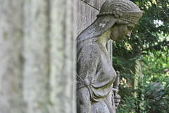 Kiel Parkfriedhof Eichhof (michael_hamburg69) Tags: sculpture friedhof woman cemetery female geotagged skulptur frau kiel schleswigholstein scultura weiblich eichhof parkfriedhof geo:lat=5433362 geo:lon=10104941