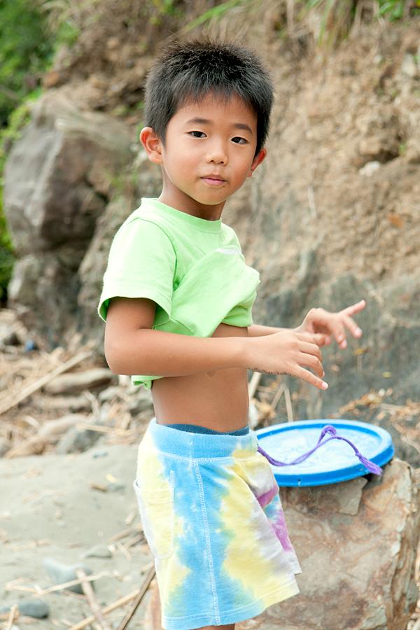 少年(立ち小便終わりたて)|高知県