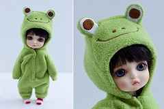 frog (Cyristine) Tags: cute green girl yellow ball toy miniatures doll frog tiny kawaii belle bjd jointed lati