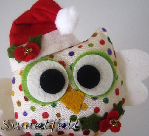 ♥♥♥ E como as corujinhas estão tão na moda, não podia falta uma corujinha de Natal não era? by sweetfelt \ ideias em feltro