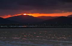 El Sol asomando debajo de la nube (ibzsierra) Tags: sunset red sky cloud sun sol canon atardecer rojo salinas ibiza cielo 7d eivissa solei nube baleares saltwork