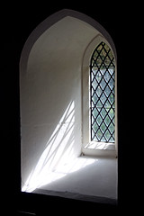St Leonard's  -  Wallingford (kestrel49) Tags: uk light england church window glass europe britain 11 gb leadedglass oxfordshire wallingford lightray parishchurch 2011 leadedglasswindow