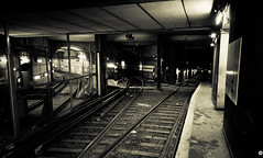 Métro Invalides (Louis Lefranc) Tags: white black paris france canon dark way underground subway french bokeh métro tube perspective sigma rail railway iso invalides dslr 500d desat 1770mm