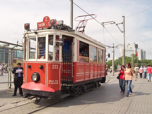 來回Taksim與TUNEL的古董電車
