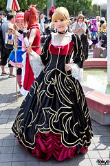Victorian Dress Cosplay in Tokyo (tokyofashion) Tags: red summer black japan japanese tokyo dress cosplay victorian blonde cosplayer 80 beatrice 2011 comiket comicmarket cosplaying uminekononakukoroni