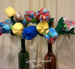Tulipas de chita (Luz de Girassol Ateliê) Tags: de para pano flor decoração chita regional tulipa vasos tecido garrafas chitão