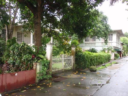 Pila houses