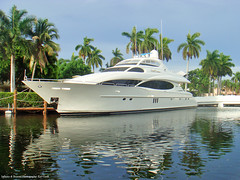 Bella Contessa Lazzara Luxury Yacht (Infinity & Beyond Photography: Kev Cook) Tags: pictures sea photography boat photo ship foto florida photos yacht picture craft super photographs photograph motor olas luxury motoryacht lazzara superyacht luxuryyacht fortlauderdaleft bellacontessa lauderdalelas