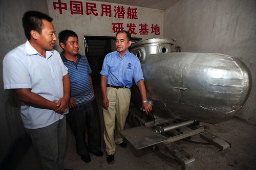 國內觀光:自制潛水艇的武漢人民
