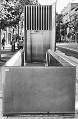 Formas (de bajar) (dprats) Tags: madrid city bw espaa blancoynegro stairs 35mm blackwhite spain nikon europa europe elevator shapes ciudad nikkor formas ascensor escaleras serrano d300 barriodesalamanca nikkor35mmafdf2