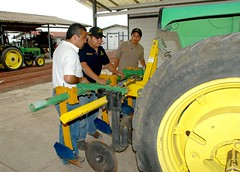 Testing technicians for first CIMMYT conservation agriculture certification (CIMMYT) Tags: ca people test mxico training mexico student gente headquarters testing course machinery mexican examen staff technician extension prueba diffusion agriculture ac examinando exam partnership mexicano partner collaboration sede curso practical participant assessment certification evaluation researchcenter trainee difusin estudiante aprendiz empleado asociacin agricultura assessing certificacin becario researchstation tcnico colaborador capacitacin colaboracin dissemination prctica asgrow collaborator capacitybuilding evaluating extensin elbatn experimentstation evaluacin asociado participante evaluando cimmyt maquinara conservationagriculture centrodeinvestigaciones agriculturadeconservacin estacinexperimental estacindeinvestigacin desarrollodecapacidades