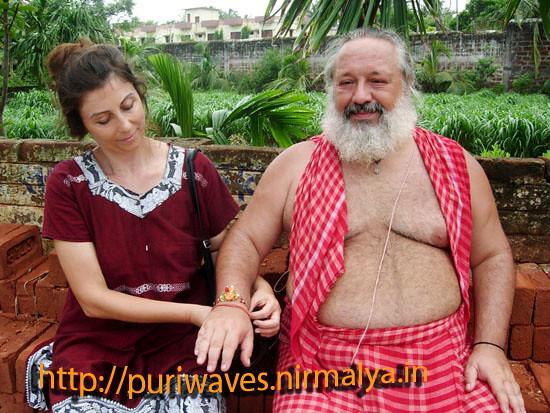 One Italian lady binds Rakhi