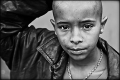Remember me...? (carf) Tags: poverty boy brazil bw streets 20d abandoned boys brasil kids children hope blackwhite kid community child hummingbird risk humanity forsakenpeople esperana social impoverished underprivileged altruism drugs carf streetkids streetchildren beijaflor development prevention roney atrisk recuperation ef50mmf14usm unjust ecbf bestflickrphotography bestportraitsaoi elitegalleryaoi stunningphotogpin