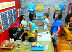 Coffee-to-Go (Dawn Ellis) Tags: barbie dollcafe dolldiorama barbiecafe cafediorama barbiecoffeehouse dawnscafe barbiediner dioramacoffeehouse