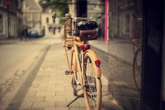 Op de Stoep (Allard Schager) Tags: street city summer urban holland reflection netherlands bike stand nikon dof bokeh nederland august retro f16 sidewalk zomer frombehind portfolio stad standaard deventer augustus overijssel gettyimages nostalgie fiets bicyle stoep nostalgy straat wideaperture fietstas 2011 hanzestad vanachteren nikcolorefexpro bokehlicious d700 fietsslot nikond700 nikonfx allardone allard1 nikkor50mmf14g vintagetoning fullframepower opeenoudefietsmoetjehetleren allardschagercom