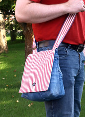 Denim & Stripes (cozyandcuddly) Tags: red white rot bag stripes jeans purse denim messenger recycling streifen ko ausaltmachneu weiscraftedhandcraftedsewedgenhthandarbiethandgemachtdiyhandarbeit