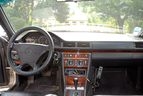 Mercedes 300 TD Turbo W124 The radio has been removed because it keeps on