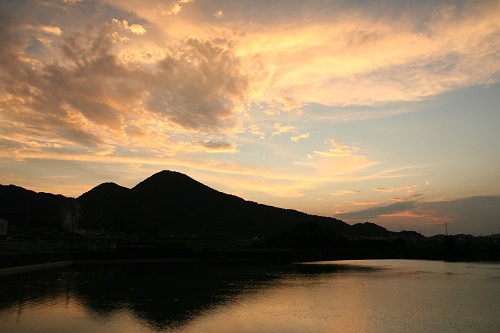 「二上山」の絶好の撮影ポイント『千股池』@香芝市