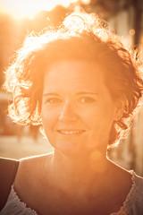 Alla sera... (Alessandro Pinna) Tags: woman reflection backlight evening donna riflessi controluce sera ostuni