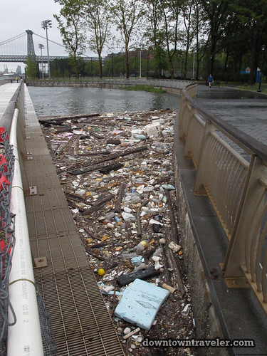 Aftermath of Hurricane Irene in NYC_Garbage in the East River